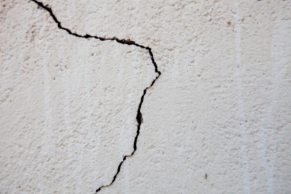 外壁のひび割れ②構造クラック